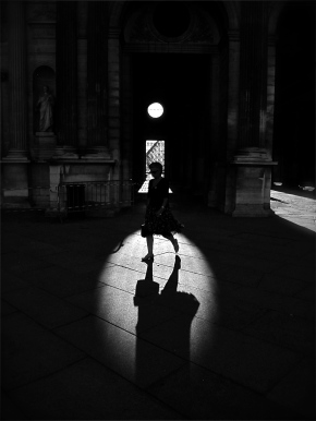 A parisienne steps into the afternoon spot light @ the Louvre.